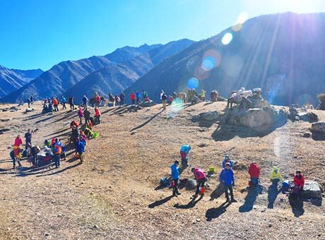 带齐装备挑战四姑娘山二峰 感受海拔5200米的世界
