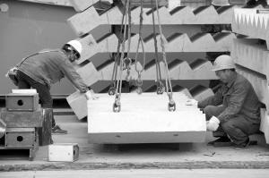 """墙板楼梯等现场无尘安装 成都首个""""积木""""大楼封顶"""