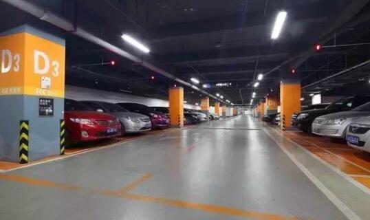 【现代化的室内停车场】图片