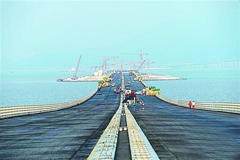 港珠澳大桥沉管隧道 最终接头安装在即