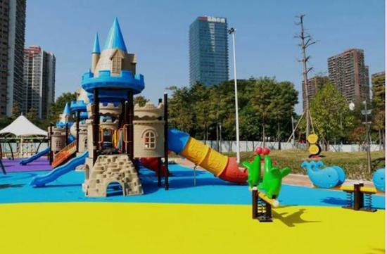佛山文华公园儿童游乐场25日下午正式开园