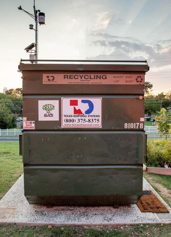 移动板房里的战斗机 垃圾箱改造出超美小户型