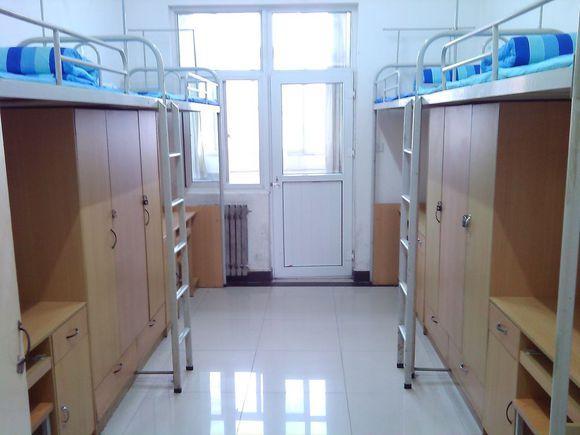 """例如北京大学《学生宿舍管理规定》第十四条,""""严格禁止出租床位和留宿图片"""