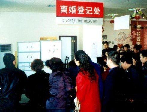 房价暴跌的后果 开发商排队跳中央电视塔(图)