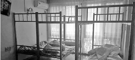三室一厅的房子 竟然搭了不止17张床!