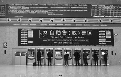 侃房哥 老姜推荐 海外 本地新闻  福州火车站北广场售票区人比较少 北图片