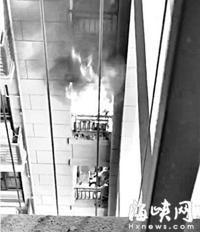 福州华润橡树湾小区 租户烧纸钱楼道起大火
