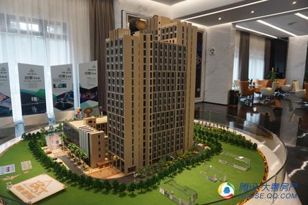 4万平方米,总建筑面积5.8万平方米,由三栋loft公寓和裙楼商业组成.图片