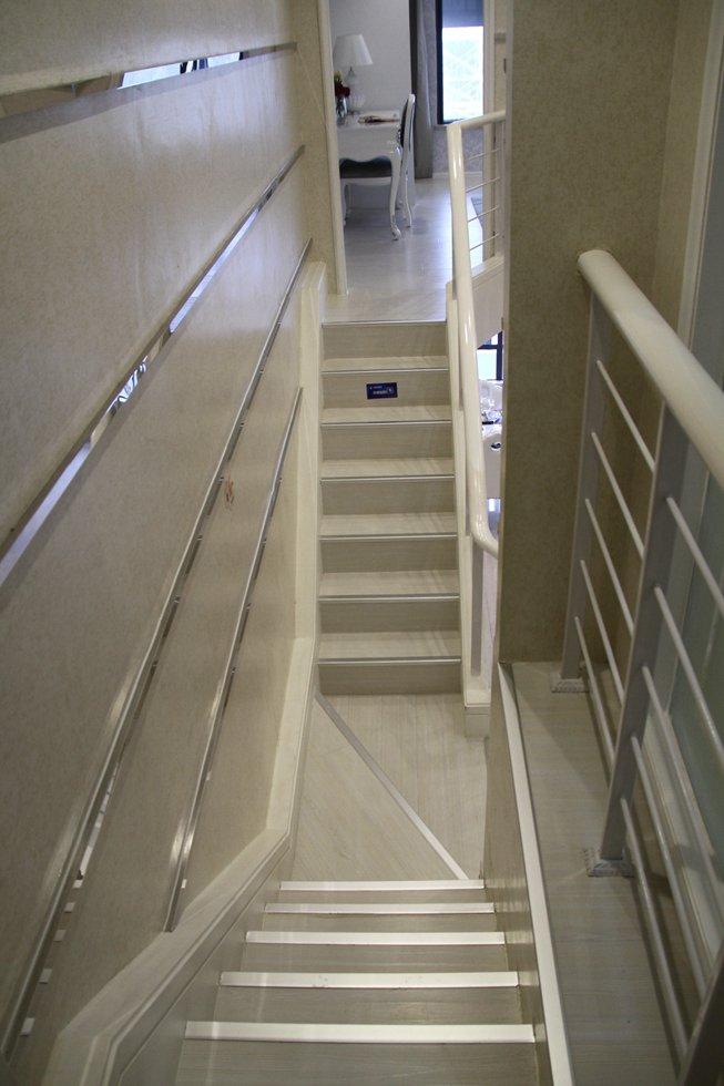 这复式楼梯真的让我嫉妒