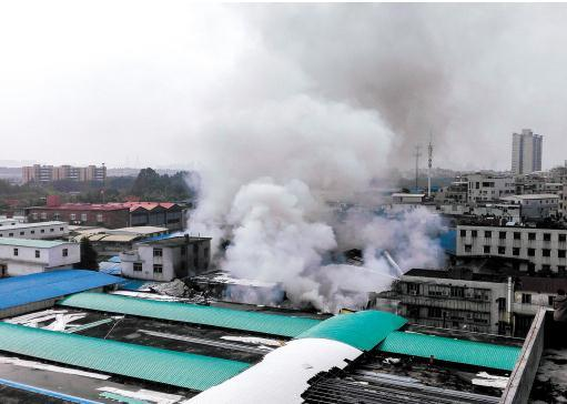 海珠区赤沙冷却塔厂突发大火