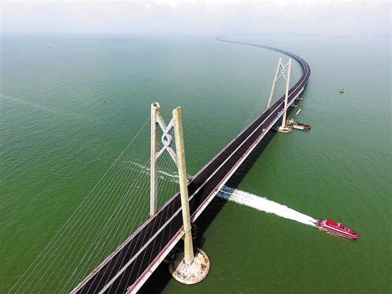 港珠澳大桥主体工程今日贯通