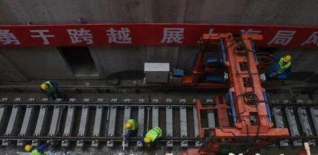 广州地铁十四号线一期全线开始铺轨 将于年底通车