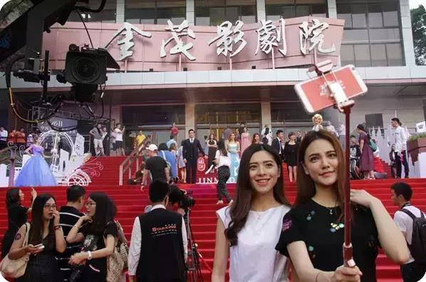 志玲姐姐上直播了 百万人却在看她们