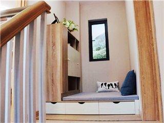 这屋楼梯口还能做休息室 真是一寸都不浪费!