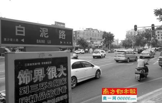 吉之岛与东城新苑之间道路驶出车辆禁止左转和直行,调整为右进右出,从