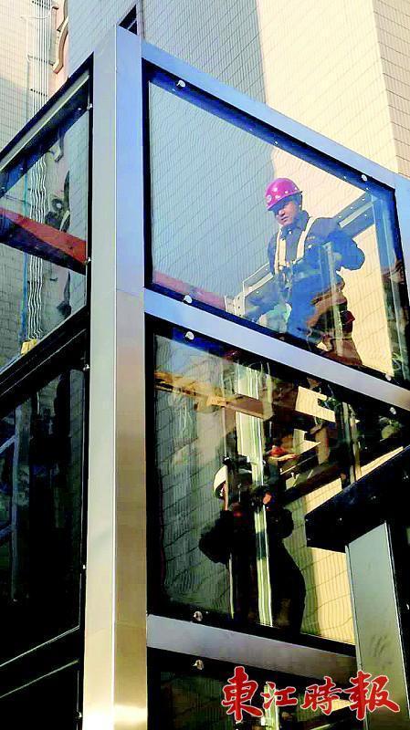 市区长湖苑一栋旧楼加装电梯 仅3天就能使用