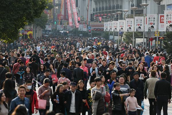上海外来常住人口减少近15万 商品房销售额增加46%