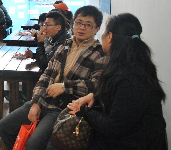 腾讯网友李先生:游站价格合适 再考虑一下