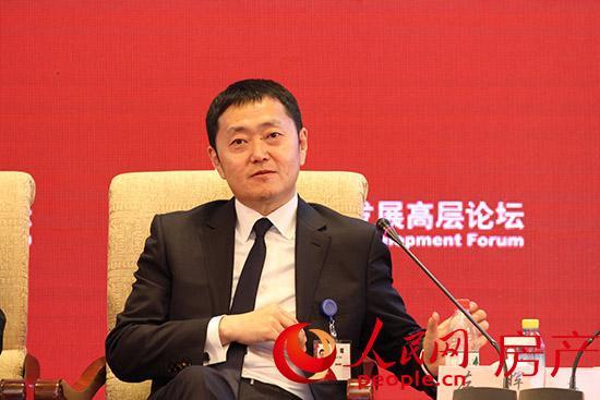 链家集团董事长左晖于中国发展高层论坛期间,做客人民网演播间接受人民网记者专访。人民网 伍振国/摄