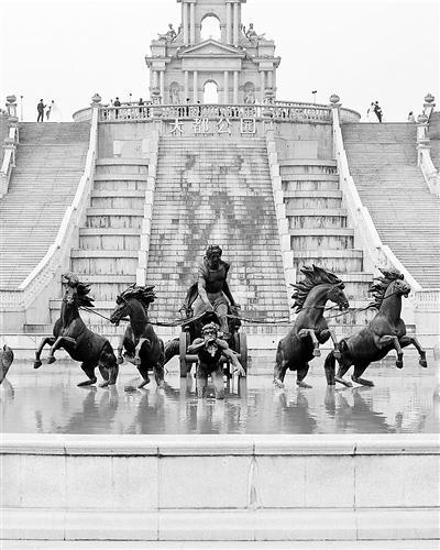 """一小区建成""""山寨巴黎""""引争议 法国摄影师拍对比照"""