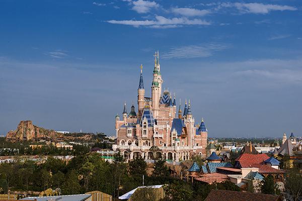 上海迪士尼主城堡塔尖历经56次大改 为手工制作_房产上海站_腾讯网