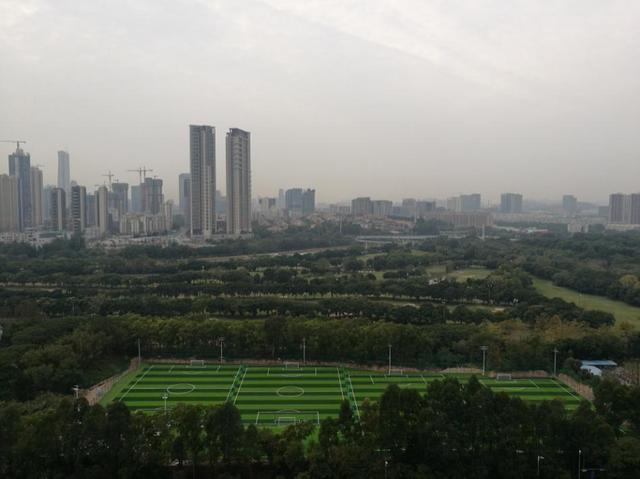 深圳90后程序员:周末加班省电费 满脑子都是买房