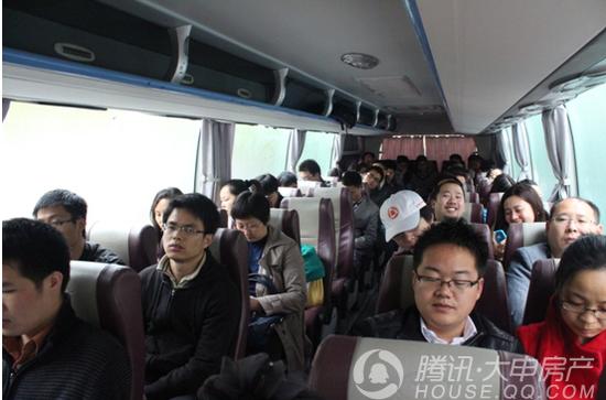 浦东线:国五条逼出新刚需  数百人风雨看房