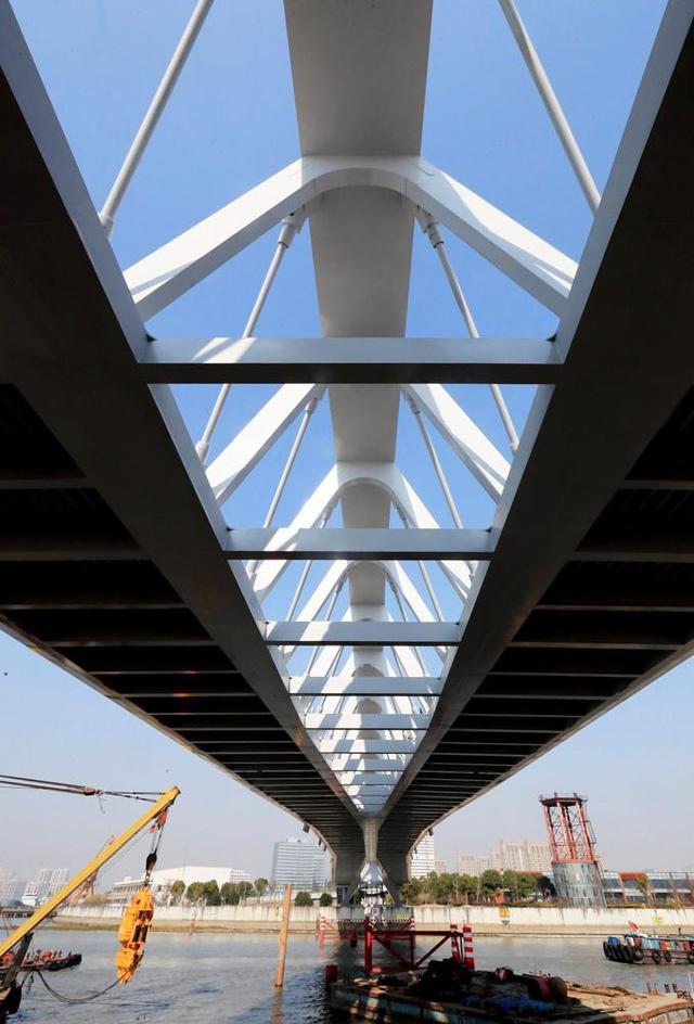 川杨河园桥采用背索桁架相结合的结构一跨过河.