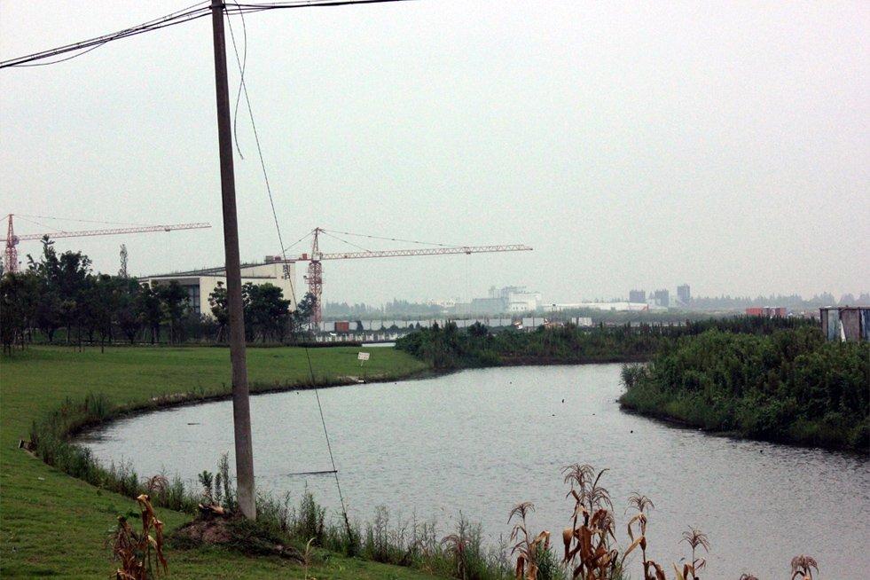 上海之鱼目前仍在规划建设当中,人工湖面已开挖,建成后将会成为高端住宅、临湖商业、商务酒店、会展中心、开放式主题乐园,形成融生态、生活于一体的低碳社区。