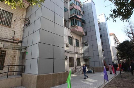 江湾镇街道老房加装电梯启用 背后经历了什么