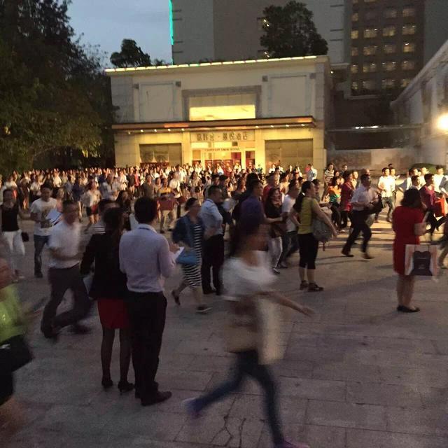 锦龙湾畔二期新品10.26开盘 逾3000人莅临现场