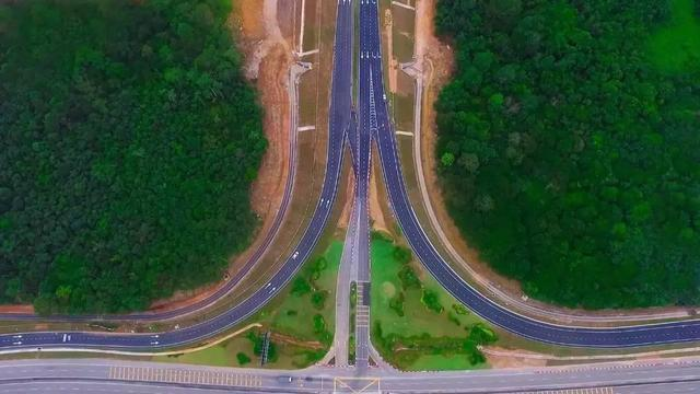 """三大亮点揭秘""""一带一路""""交通先行的发展逻辑"""
