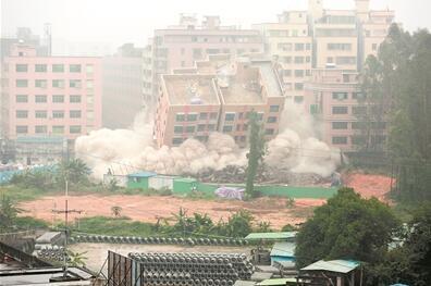 首例爆破拆除违建在大朗实施