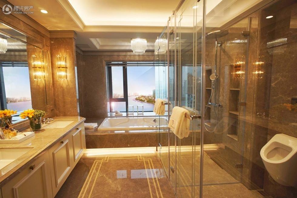 富豪任性起来太可怕了 客厅80平躺在浴缸能望江