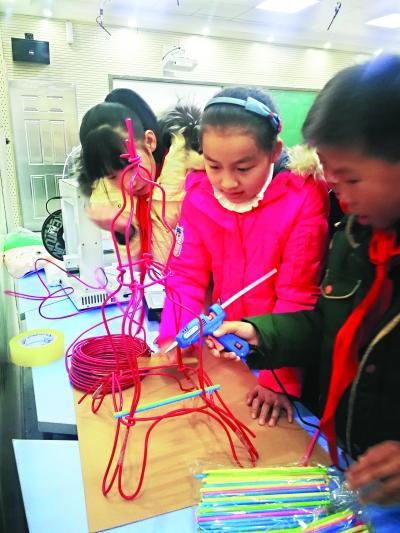 16人教师团队指导 小学生为长江主轴设计地标建筑模型
