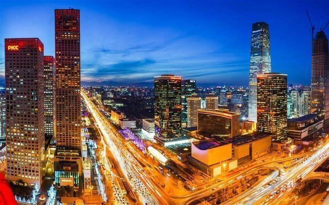 长沙的湘江新城,合肥的滨湖新区,郑州的郑东新区,武汉的长江新城,成都