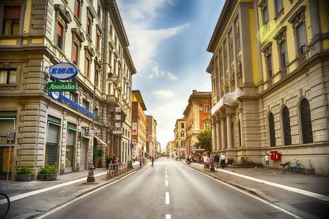 部分房企今年销售增速收窄 楼市整体降温可能性很大