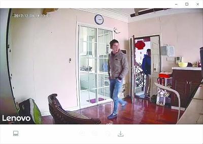 男子举家外国旅游 从手机中看到家里进贼