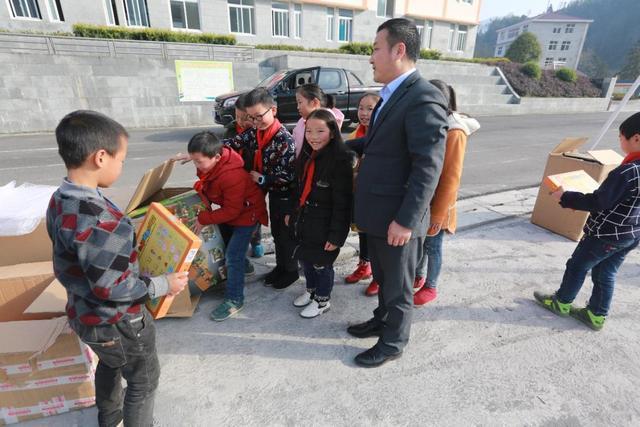 寒冬送暖,联投人千里远行,帮扶山区贫困学生