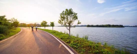 最是一湖好时光,「绿地·美湖」湖居生活惊艳媒体!