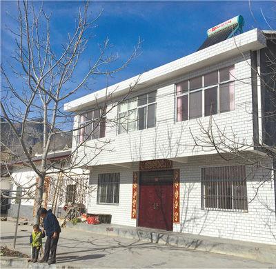 湖北贫困农村村民花20余万建房 多半常年空置