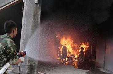 高楼电缆井起火 200户居民紧急疏散