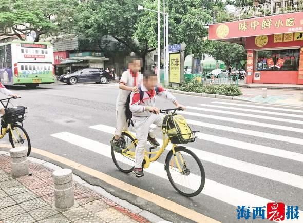 """共享单车""""花式载人""""险象环生 盘点共享单车上的""""杂技表演"""""""