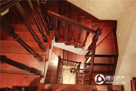 龙湖嘉誉别墅样板房楼梯