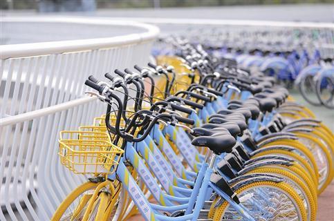 也可以使用有桩的公共自行车图片