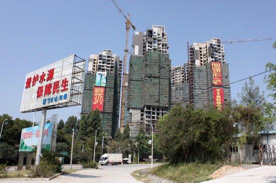 巴厘香泉:工程落架近半 55-86平一两房在售