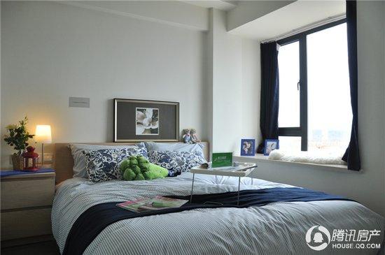 正文   海景国际的样板房风格以现代简约为主,融合了欧式元素,整体较