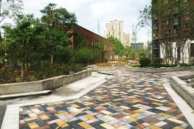 三进庭院五重景观 在春晓华苑移步即享绿意生活