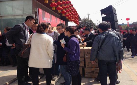 3.21曲江汉华城劲爆开盘 千人争抢续旺销传奇