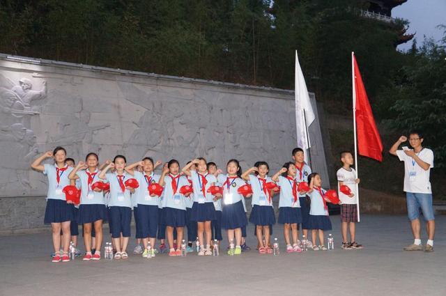 8月8-11日,孩子们在汉阴上课: 8月12日,参观秦岭野生动物园,胡水沙画